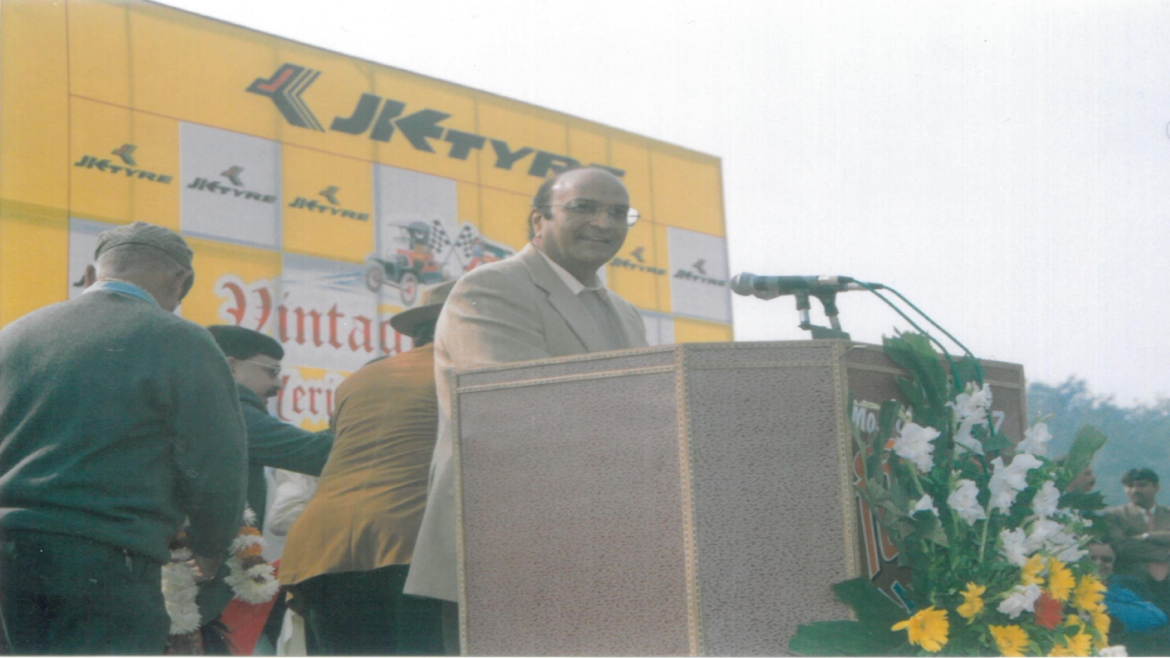 Dr. Raghupati Singhania addressing the elite audience.